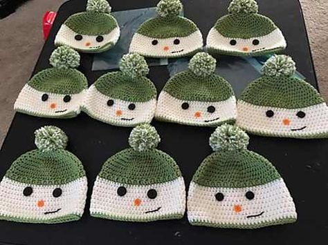 Free Pattern Unbelievably Cute Happy Snowman Hat You Can Crochet For A Child Knit And Crochet Daily Crochet Hats Crochet Baby Hats Knitting