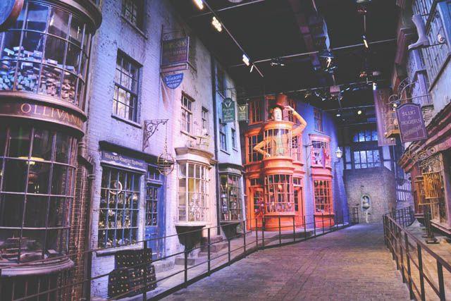 Warner Bros Studio Tour Hogwarts Express And Platform 9 3 4 Warner Bros Studio Tour Studio Tour Warner Bros Studios