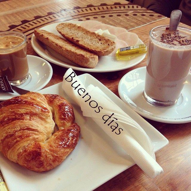 Cogiendo energía para este domingo, ¿tenéis muchos planes? #ideassoneventos #blog #bloglovin #organizacióndeventos #comunicación #protocolo #imagenpersonal #bienestarybelleza #decoración #inspiración #bodas #buenosdías #goodmorning #sunday #domingo #happy #happyday #felizdía #desayuno #breakfast #ricorico #ñamñam #cafés #coffee #croissant #colacao #healthy #instahealth #instafood #buenosmomentos