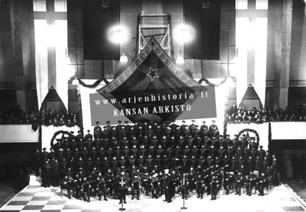 Neuvosto-armeijan, Puna-armeijan kuoro esiintyy Messuhallissa