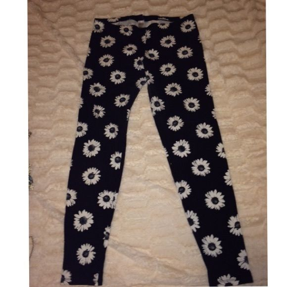 Flower leggings Black and white daisy leggings. Good condition Forever 21 Other