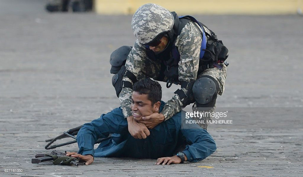 A Marine Commando Marcos Of The Indian Navy Takes Part In A Simulated Hostage Rescue Operation At The Gateway Of India Marine Commandos Indian Navy Navy Day