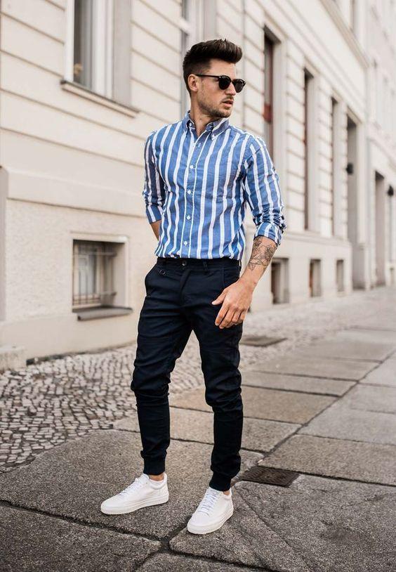 Camisa Camisarayada Pantalon Pantalonazul Tenis Tenisblancos Lookdeprimave Como Vestir Casual Hombre Vestir Casual Hombre Ropa De Hombre Casual Elegante