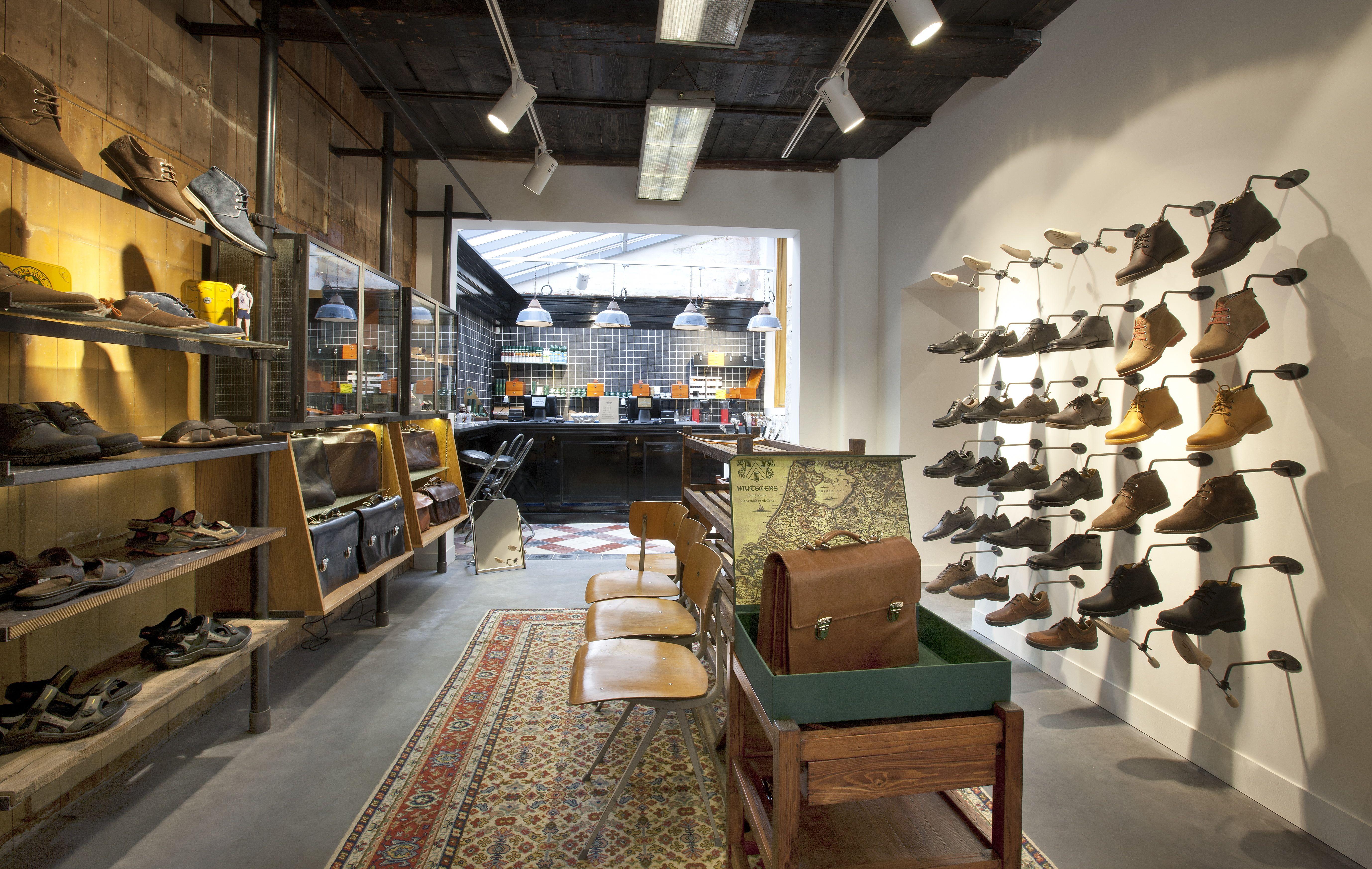 Retail Design / Shop Design / Store Design / Shoe Store Interior / Shoe  Shop Shoe