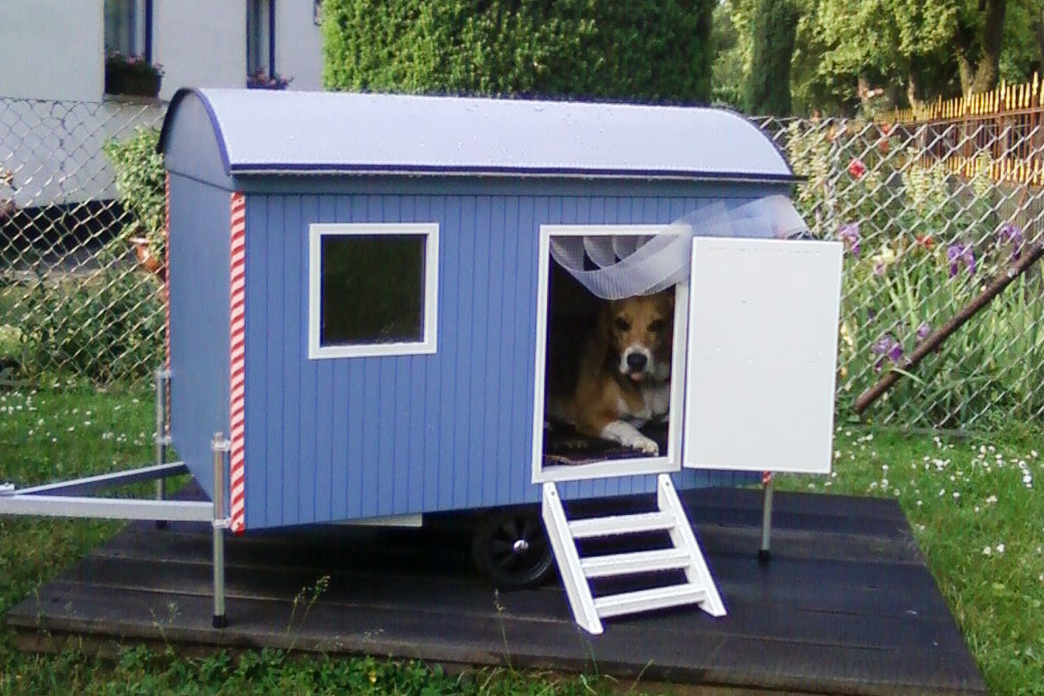hundeh tte bauwagen dog houses pinterest dog houses dog and dog beds. Black Bedroom Furniture Sets. Home Design Ideas