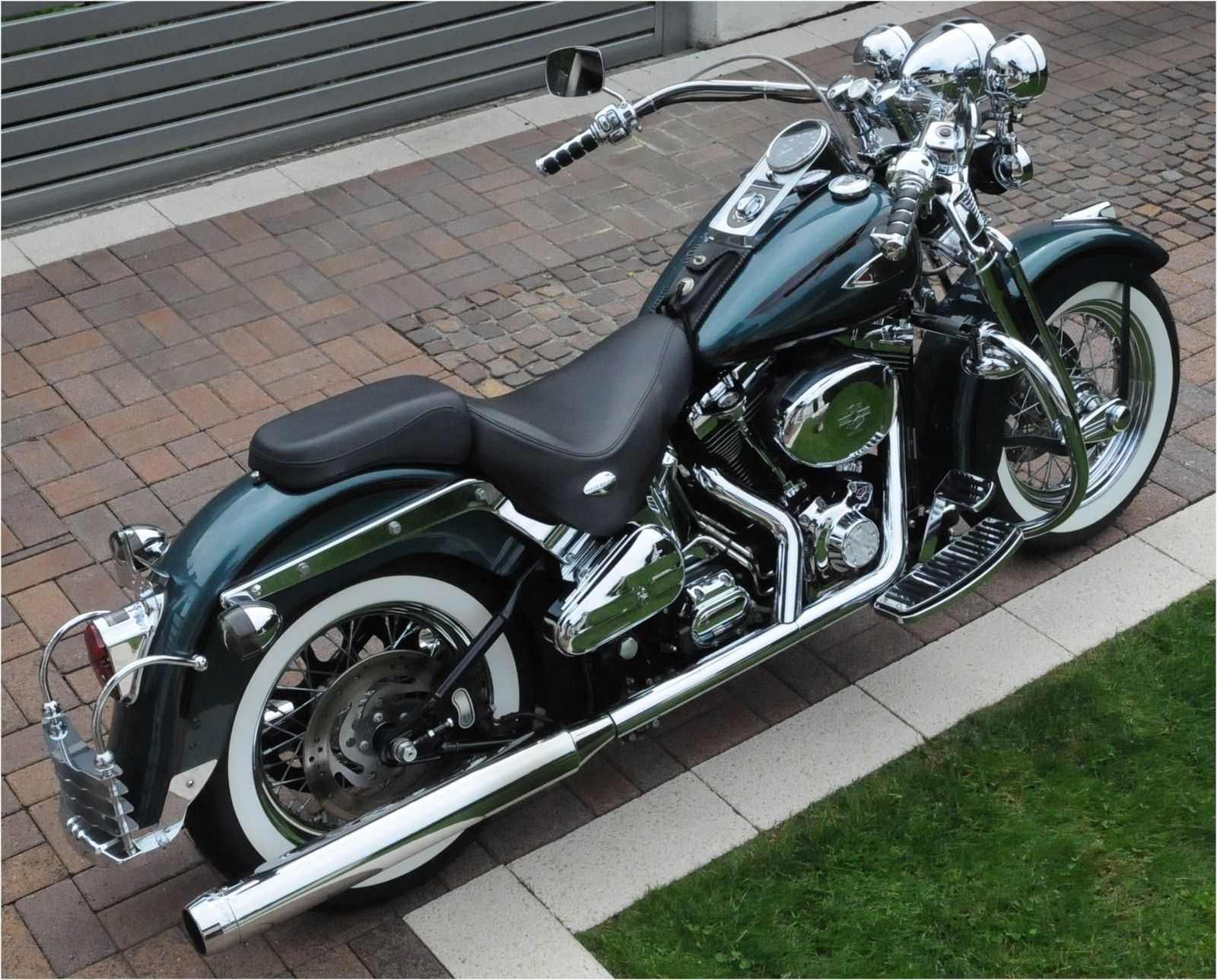 Heritage Softail Softail Deluxe Two Harleys One Painter Softail Deluxe Harley Davidson Softail