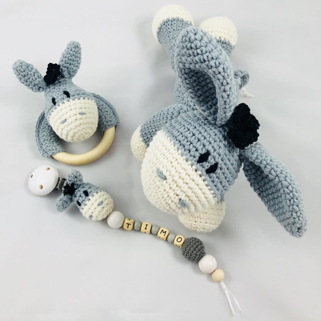 """Photo of Maschenliebe by Sarah Schröter on Instagram: """"Set mit Eselchen. #häkeln #esel #schnullerkette #crochet #ia #handmade #haekelnmitliebe #maschenliebe ➡️ @haekelnundkuscheln"""""""