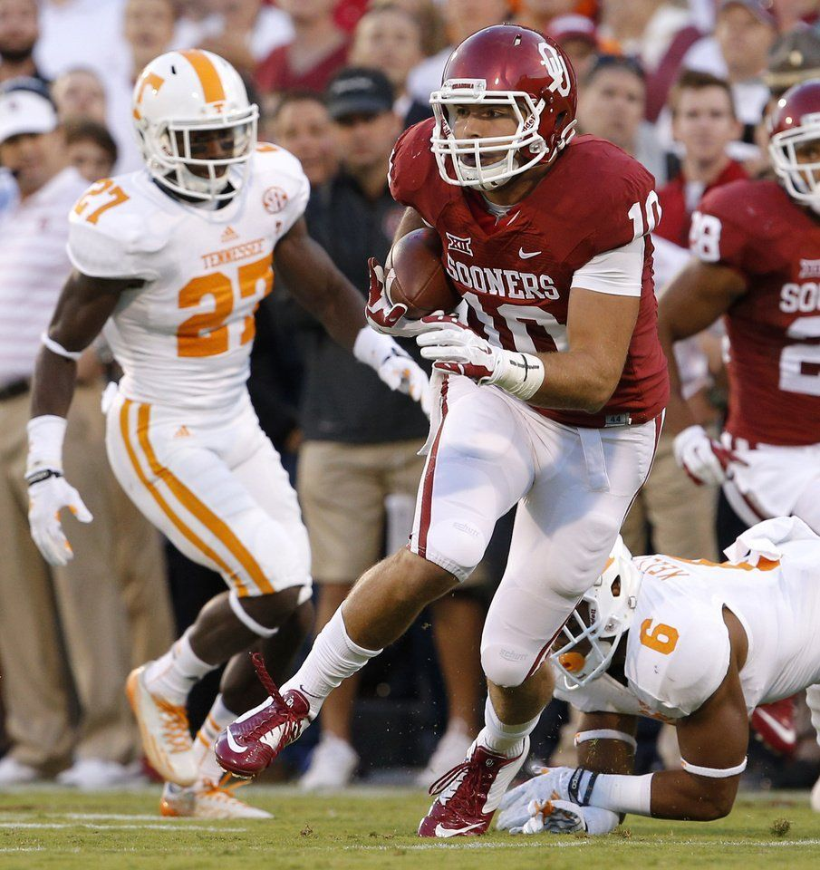 Oklahoma's Blake Bell (10) runs after a reception past ...