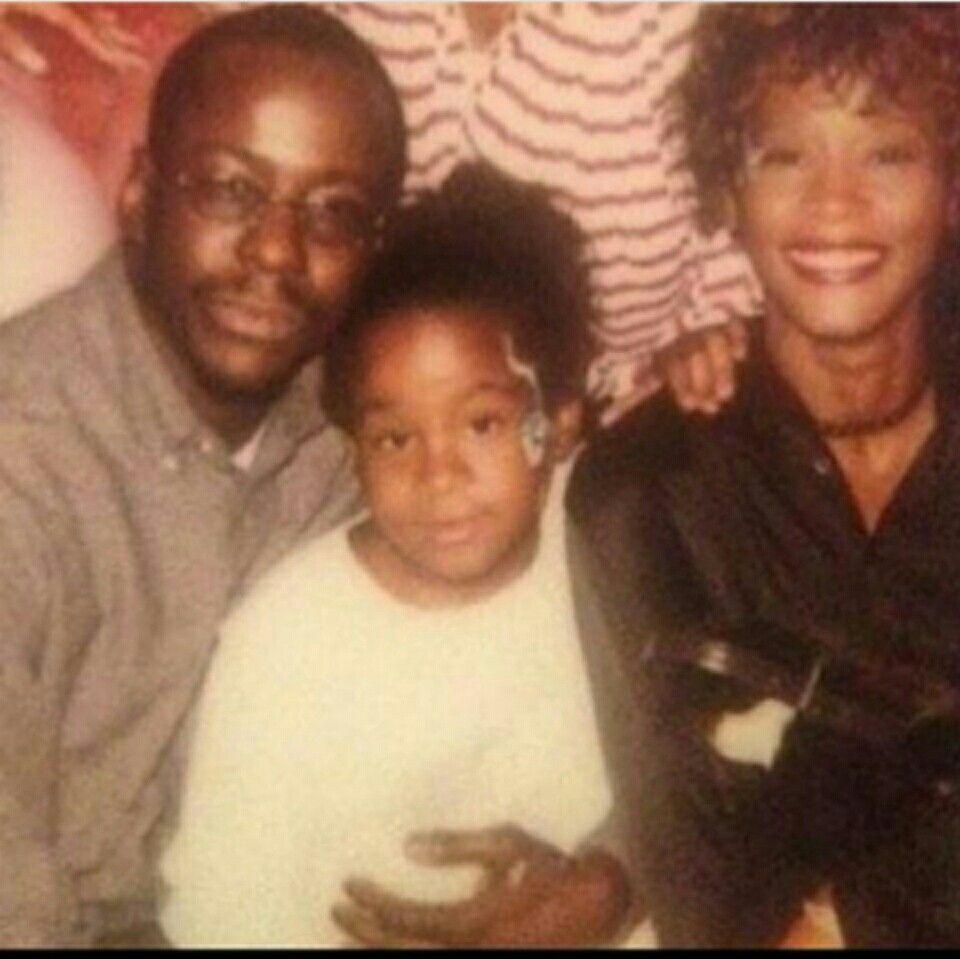 Pin By Christina Street On Its All About Ne Whitney Houston Celebrity Families Bobbi Kristina Brown