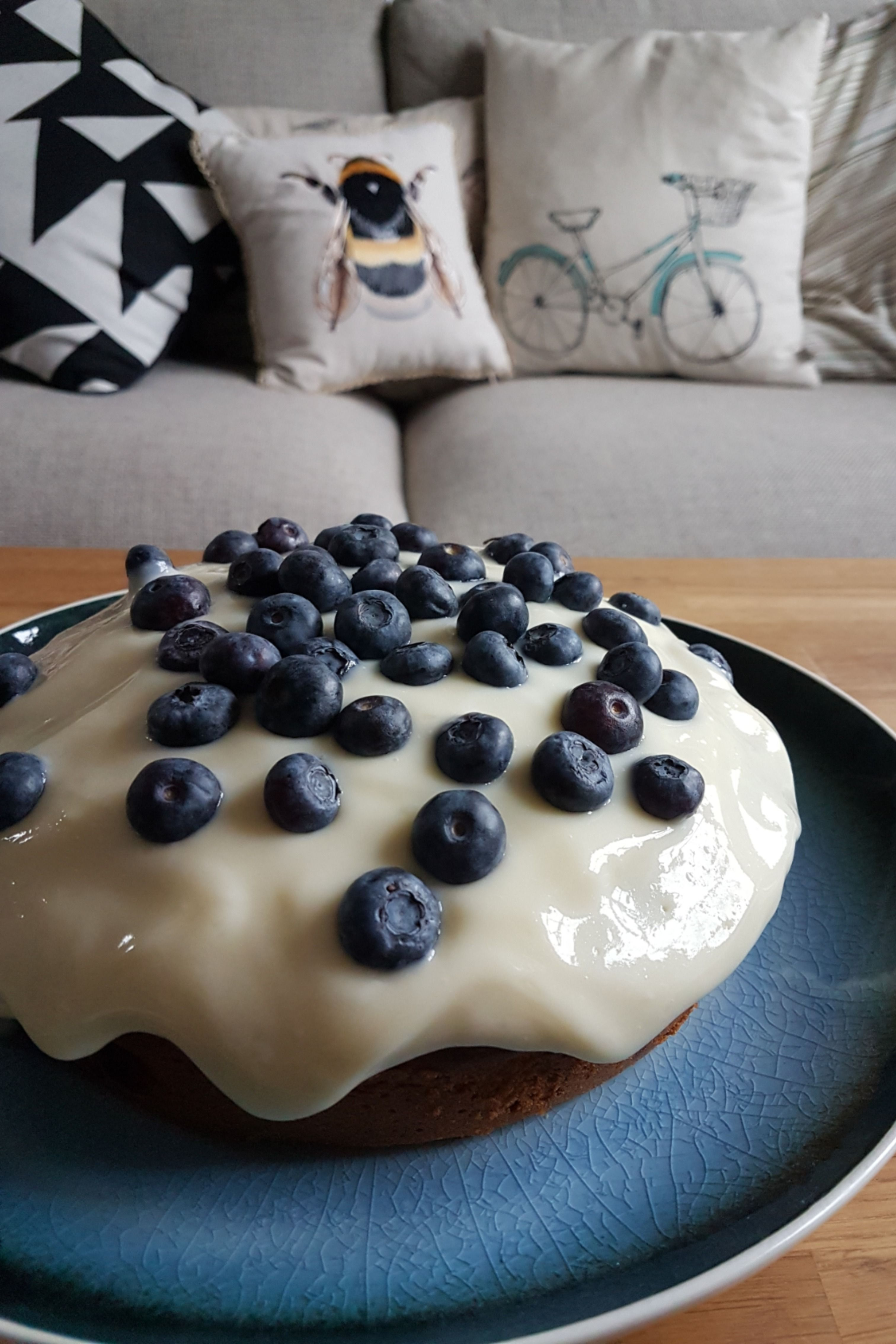 blueberry sour cream cake with cheesecake frosting