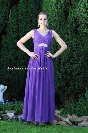 Fialové dlouhé plesové společenské šaty. Ceny na www.svatebninella.cz  plesové  šaty b94c654b43
