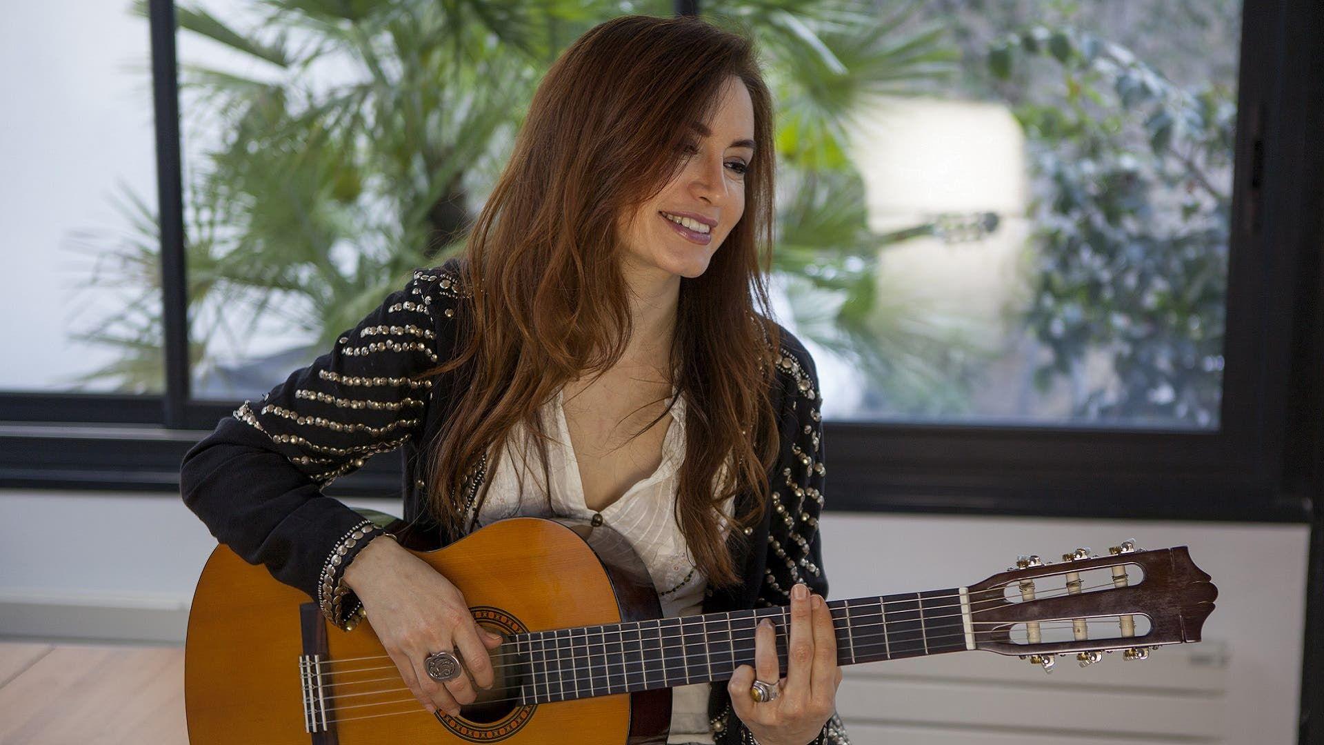رشا رزق تحت الانتقادات بسبب حبوب منع الحمل Guitar Music Instruments Music