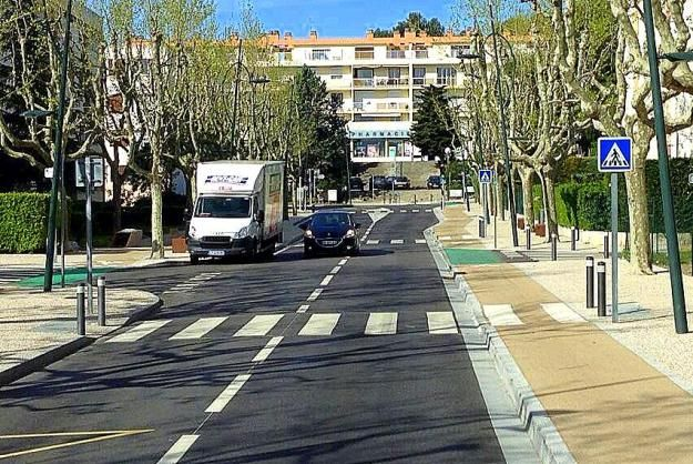 Generous sidewalks, bike tracks, bollards and crossings on this complete street in Aubagne, Provence. Photo: Hans Moor. Click image to view on Pinterest and Twitter.