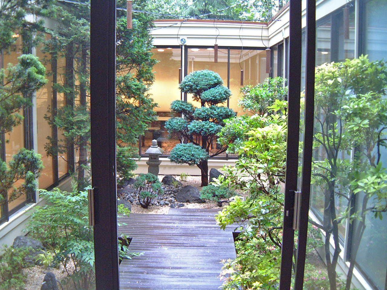 Japanese garden courtyard landscape design by lee 39 s for Asian landscape design