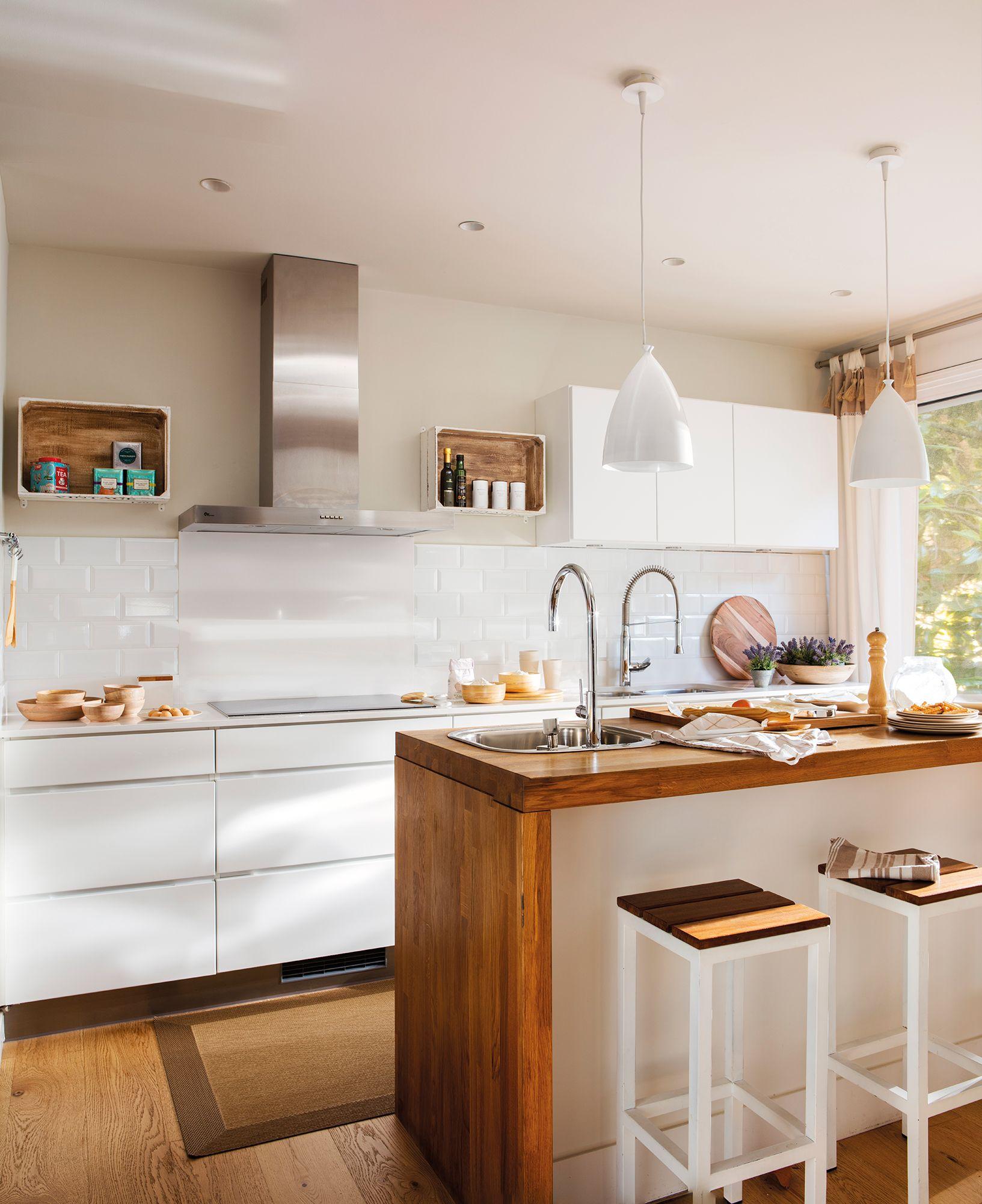 Cocina con muebles en blanco e isla central_ 00446978 | Ideas para ...