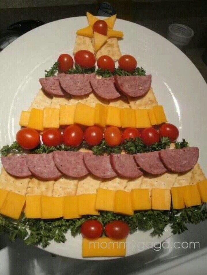 Christmas tree cheese plate party pinterest christmas tree easy holiday party appetizers cheese cracker and sausage christmas tree gonna make this for christmas eve with our summer sausage forumfinder Images