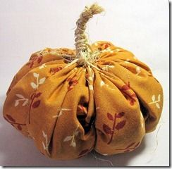 Tutorial: Yo-Yo Pumpkins, simple #sewing project for #fall decorating