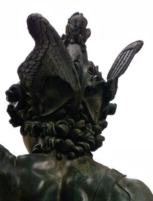 perseus with the head of medusa analysis