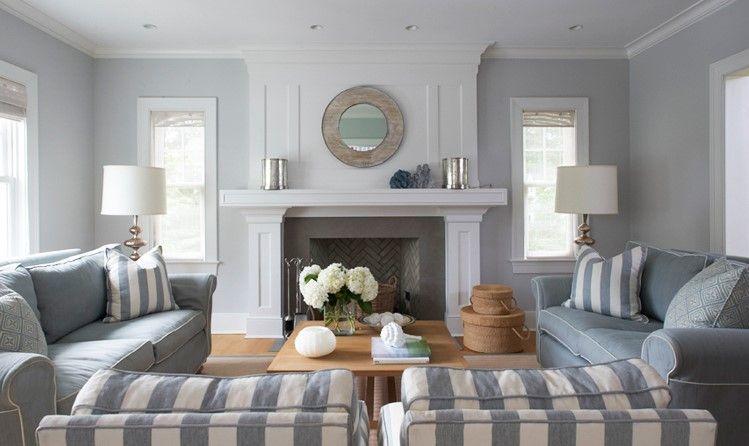 Soggiorno con pareti in grigio chiaro molto elegante for Arredare casa in bianco