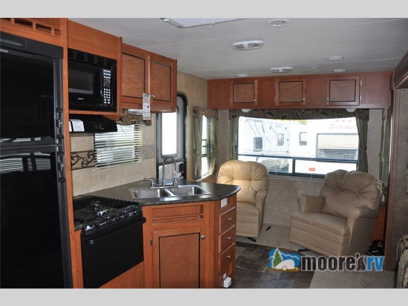 New 2013 R-Vision Silver Creek 28 RLS Travel Trailer at Moore's RV Inc. | N Ridgeville, OH | #5040