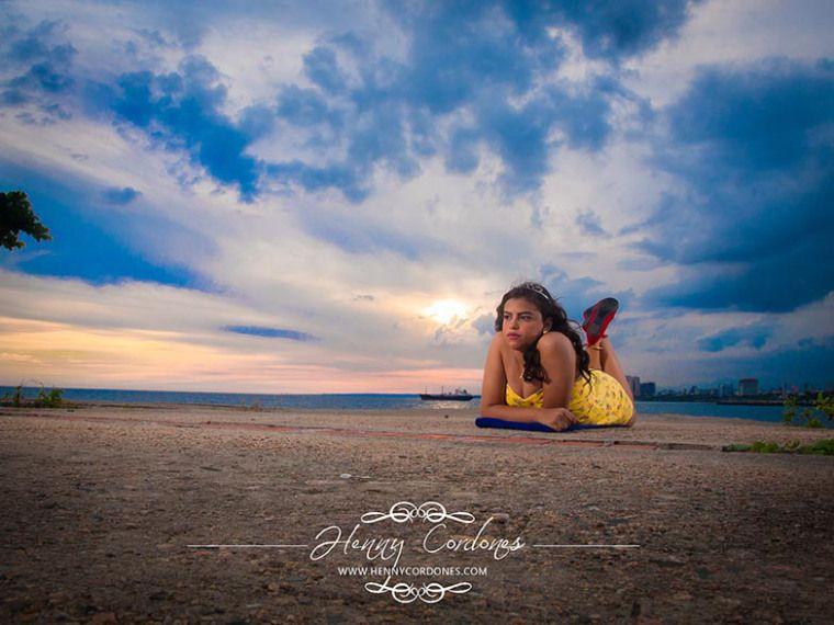 Pin en sesión fotográfica en la playa