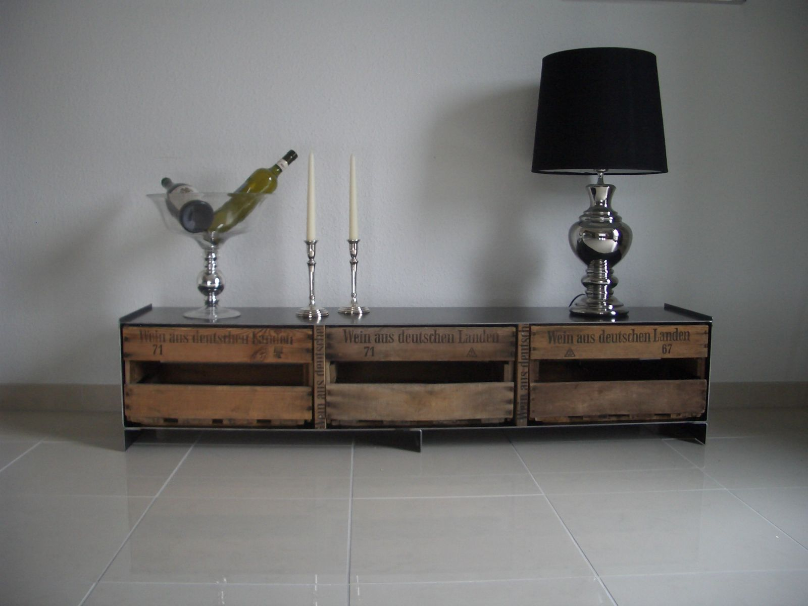 sideboard aus alten weinkisten weinkisten. Black Bedroom Furniture Sets. Home Design Ideas