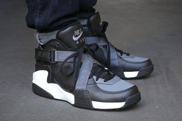 329257daab75 Nike-Air-Raid-black-Flint-Grey-White-bump