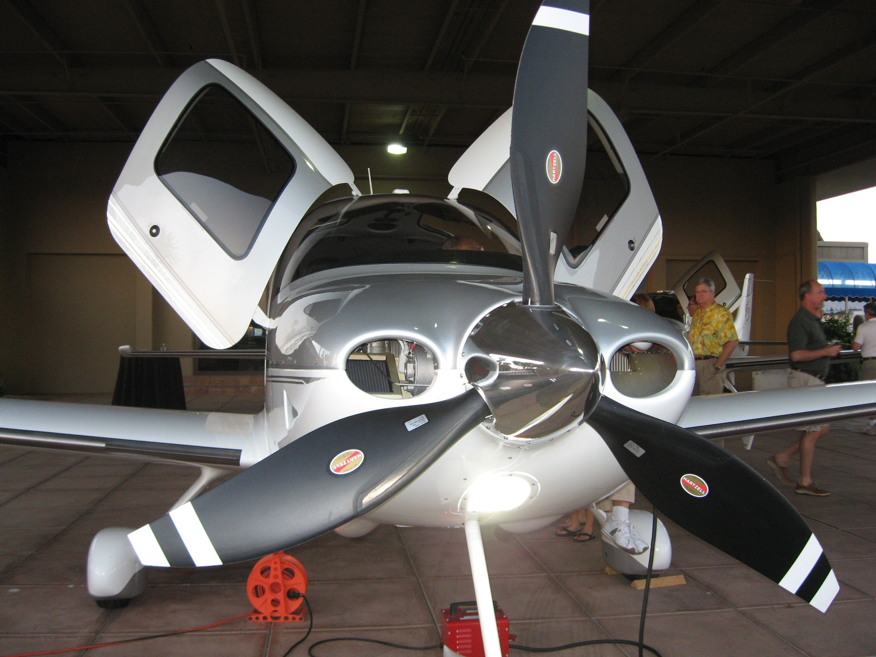 Cirrus Sr 22 With 3 Blade Propeller