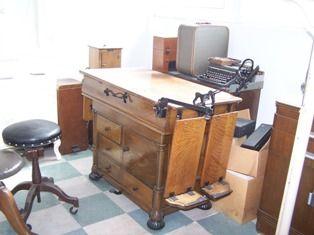 Antique 1890 Exam Table   Angelus