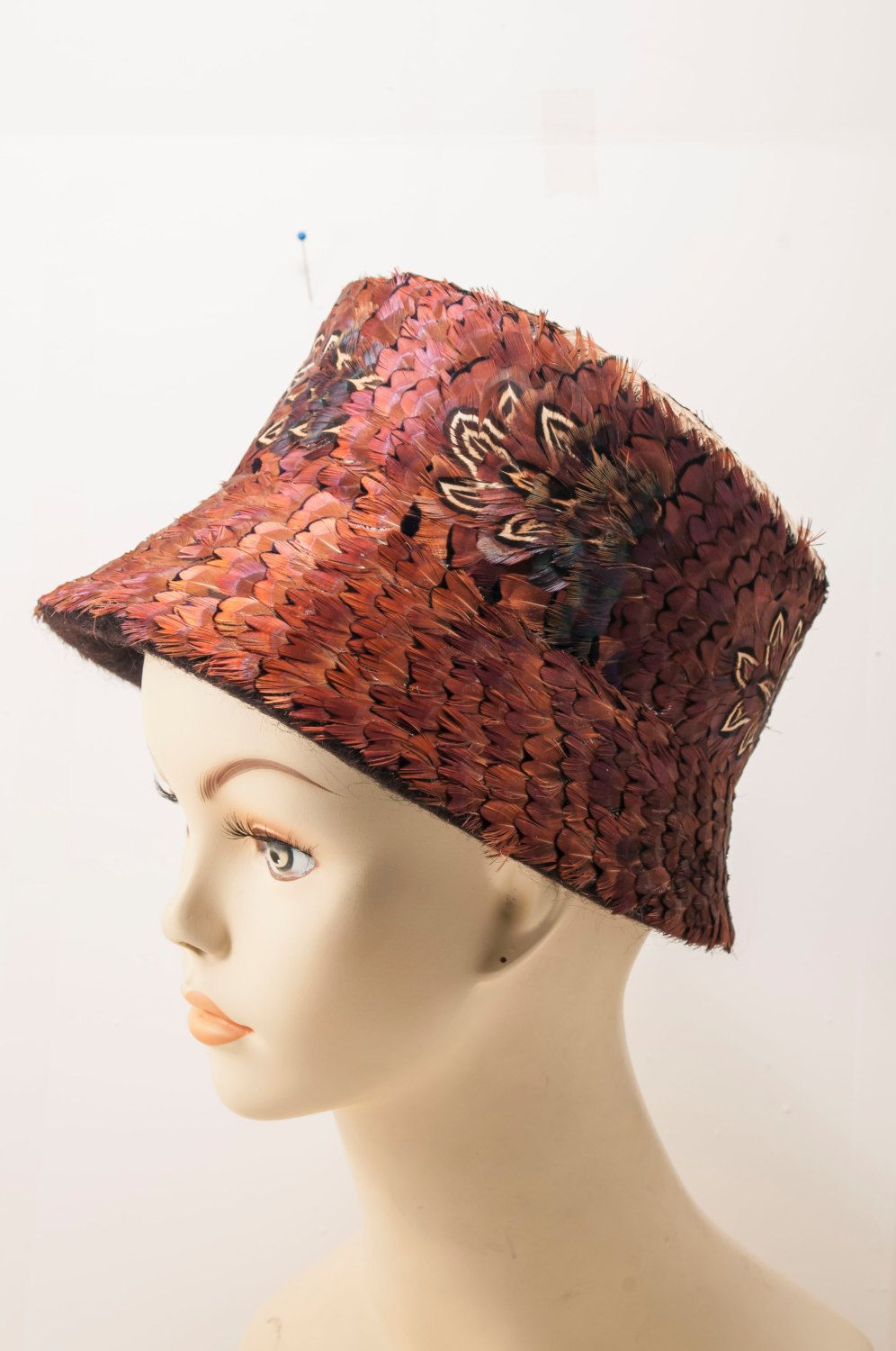 How to clean pheasant feathers - Ladies Fancy Bucket Pheasant Feather Hat Crisp Clean 1960s