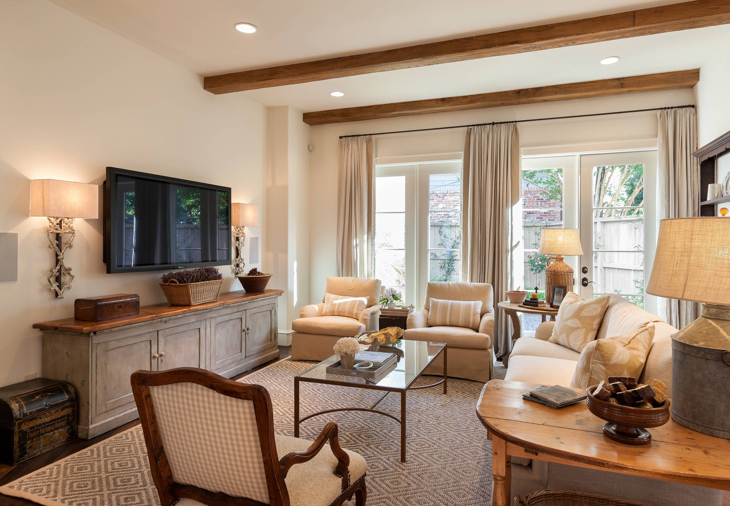 26 Gorgeously Beautiful Family Room Designs