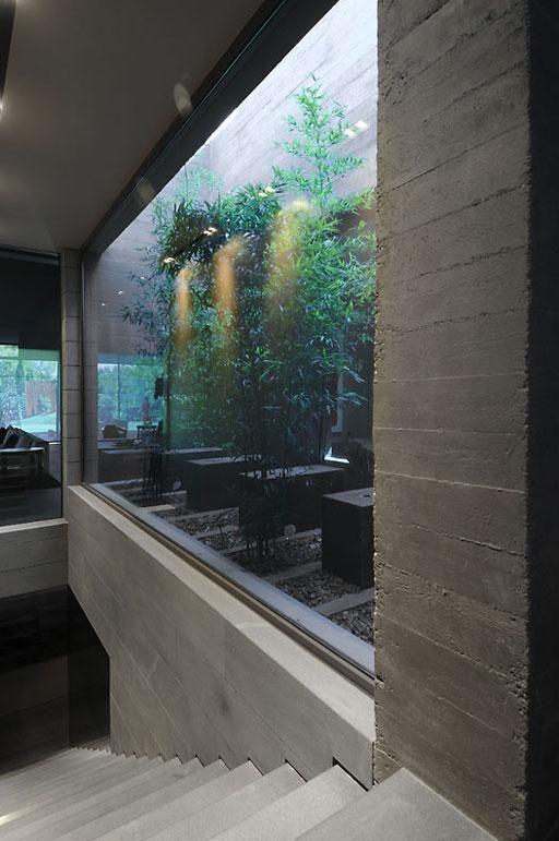 Selección de patios interiores diseñados por A-cero Walking closet