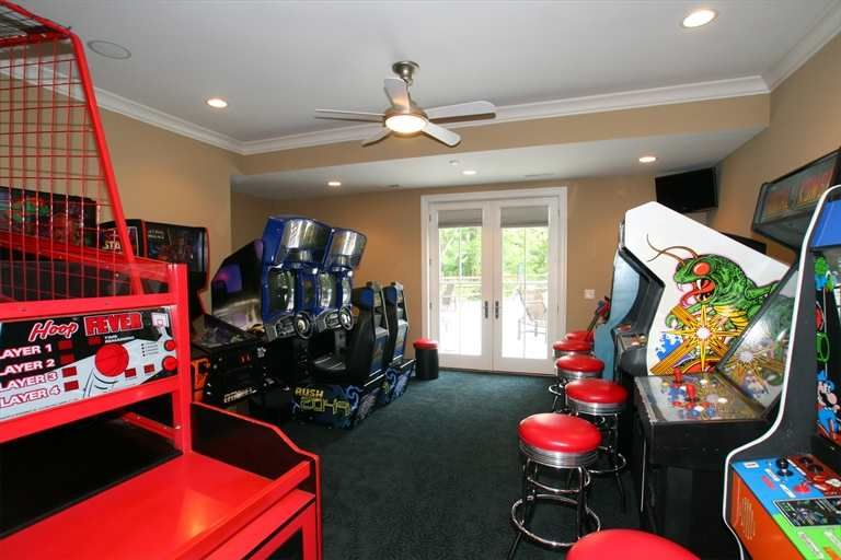 An Arcade In Your Own Home What A Fun Room To Have Arcade Game Room Arcade Room Game Room