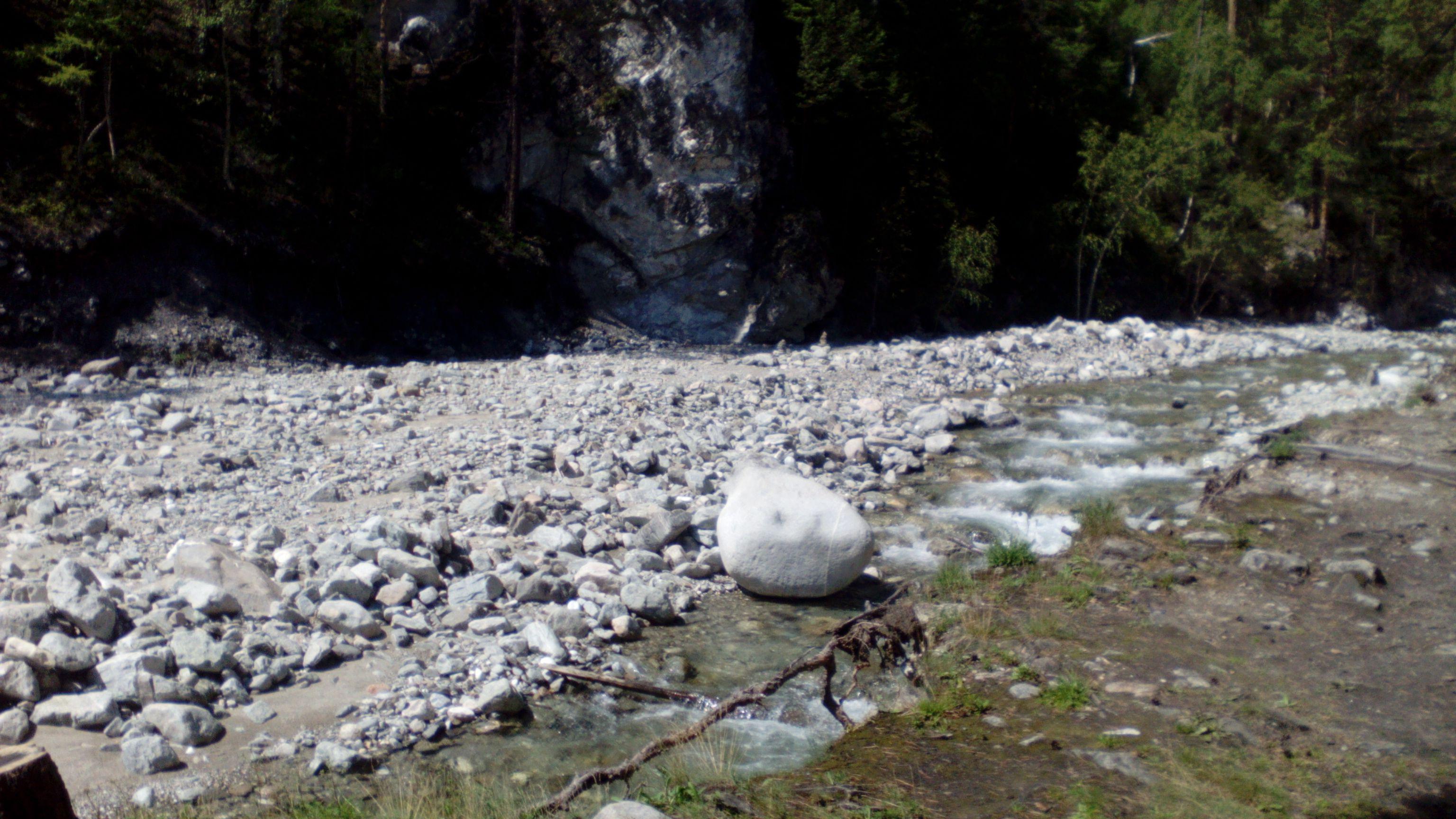 Река Кынгарга в камнях. Фото из архива блога shveda.ru