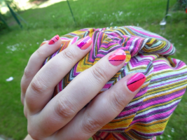 Nailstorming #8 Assortis tes ongles à tes habits • Hellocoton.fr Quelle bonne idée!Mes filles ont trouvé comme un genre de décalcomanie qui durent 4 à 5 jours suivant ce que l'on fait. Bisous