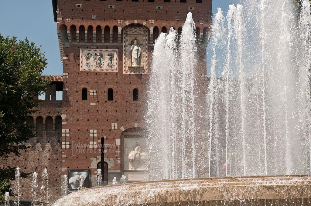 Castle with fountain - Piazza Castello (Milano, Italy) #Milano #Milan #Italy #fountain #castle #pizza