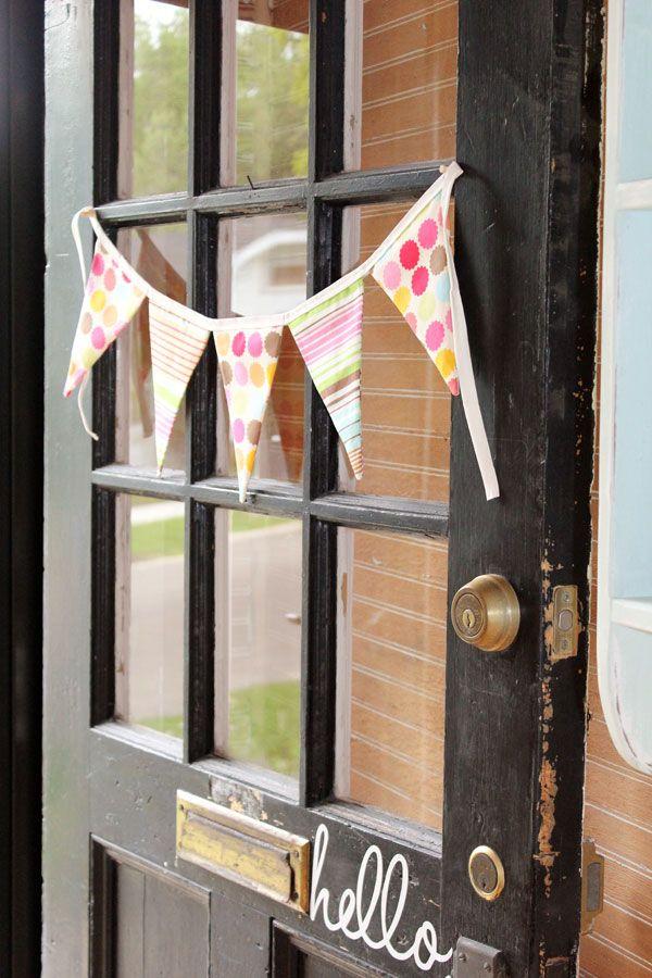 love the little hello by the door handle!