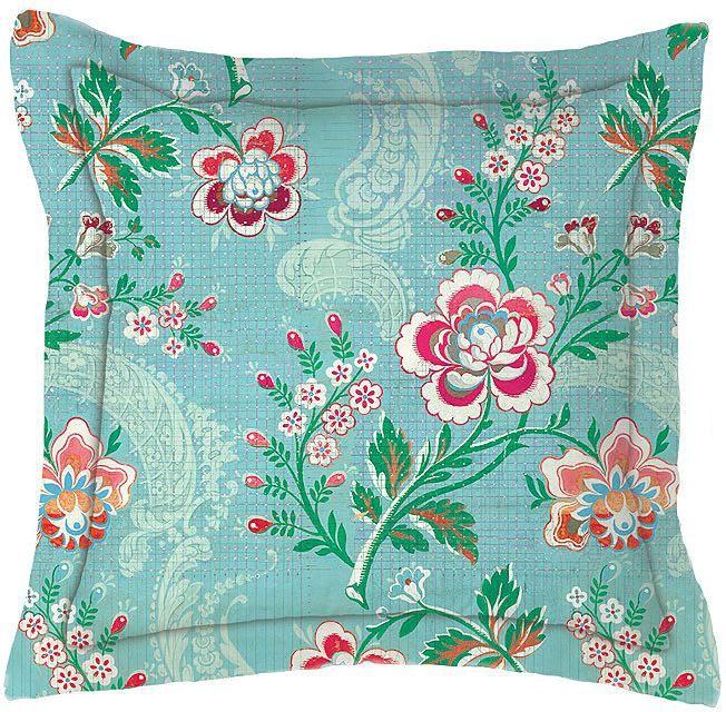 Tolles Kissen »Le Bois Fleuri« der Marke PiP Studio. Das leuchtende Blau fällt einem direkt ins Auge und wird mit Hilfe der schönen Blumen zu einem richtigen Hingucker in Ihrem Schlafzimmer. Die Wendeseite des eckigen Kissens ist dezenter gehalten - ganz zart kariert mit grafischen Blumen verziert. Waschen Sie die Kissenhülle aus 100% Baumwolle ganz einfach bei 60 Grad in der Maschine, nehmen S...