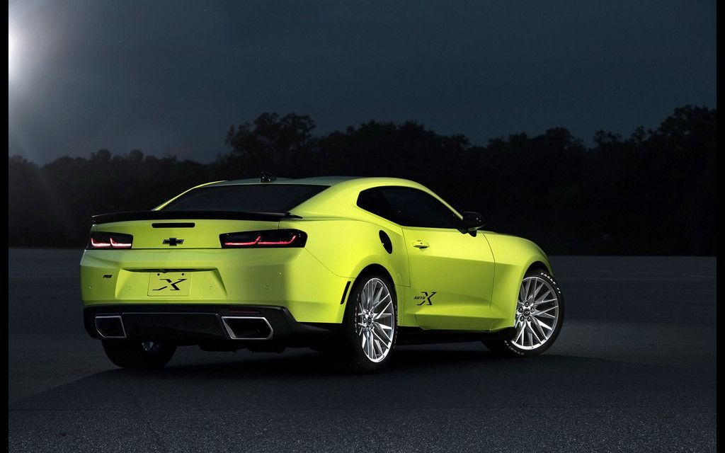 Chevrolet Camaro, Green Car, Rear View, Night Wallpaper