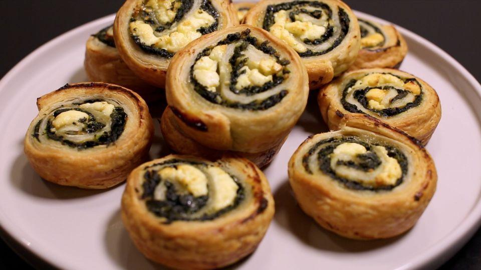 Spinatsnegle er en lækker dansk opskrift, se flere sandwich og pita på mad.tv2.dk #tapasideer