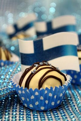 Kakkuviikarin vispailuja!: Itsenäisyyspäivän valkosuklaaleivokset