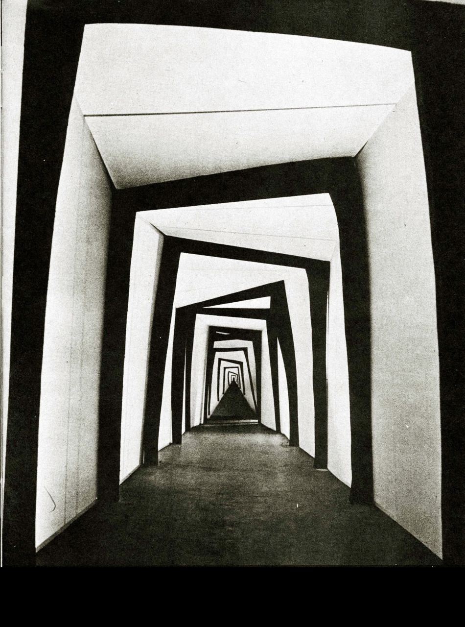 Set design for 'The Cabinet of Dr. Caligari', 1920. (avec images ...