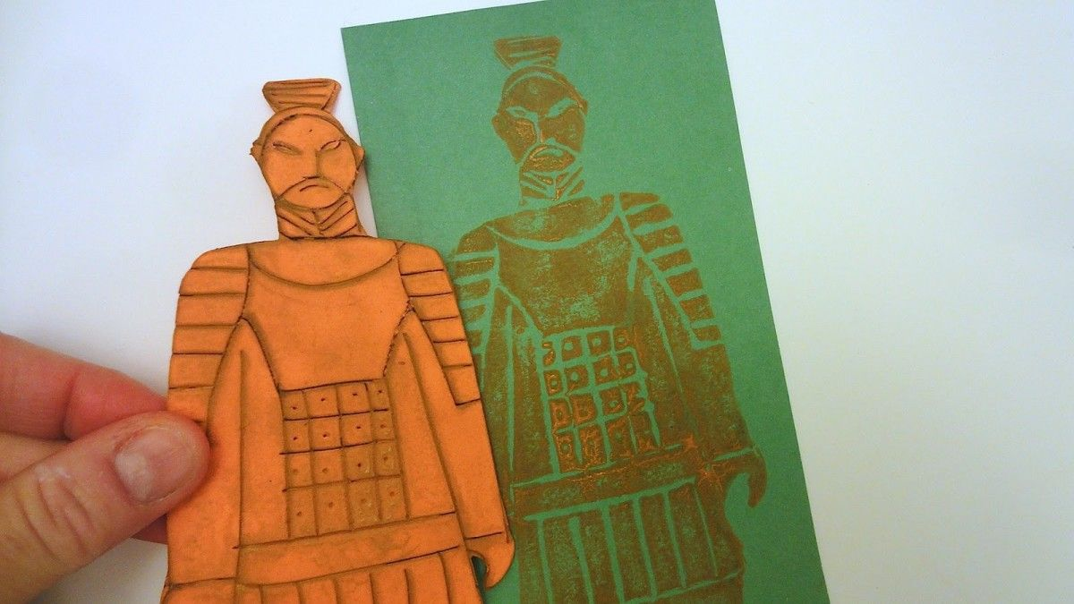 Still about China, what better way to reproduce the huge Terracotta Army of  Xi'an, except through a printing technique? We used the most simple and cheap: – foam engraved with a sharp pencil…