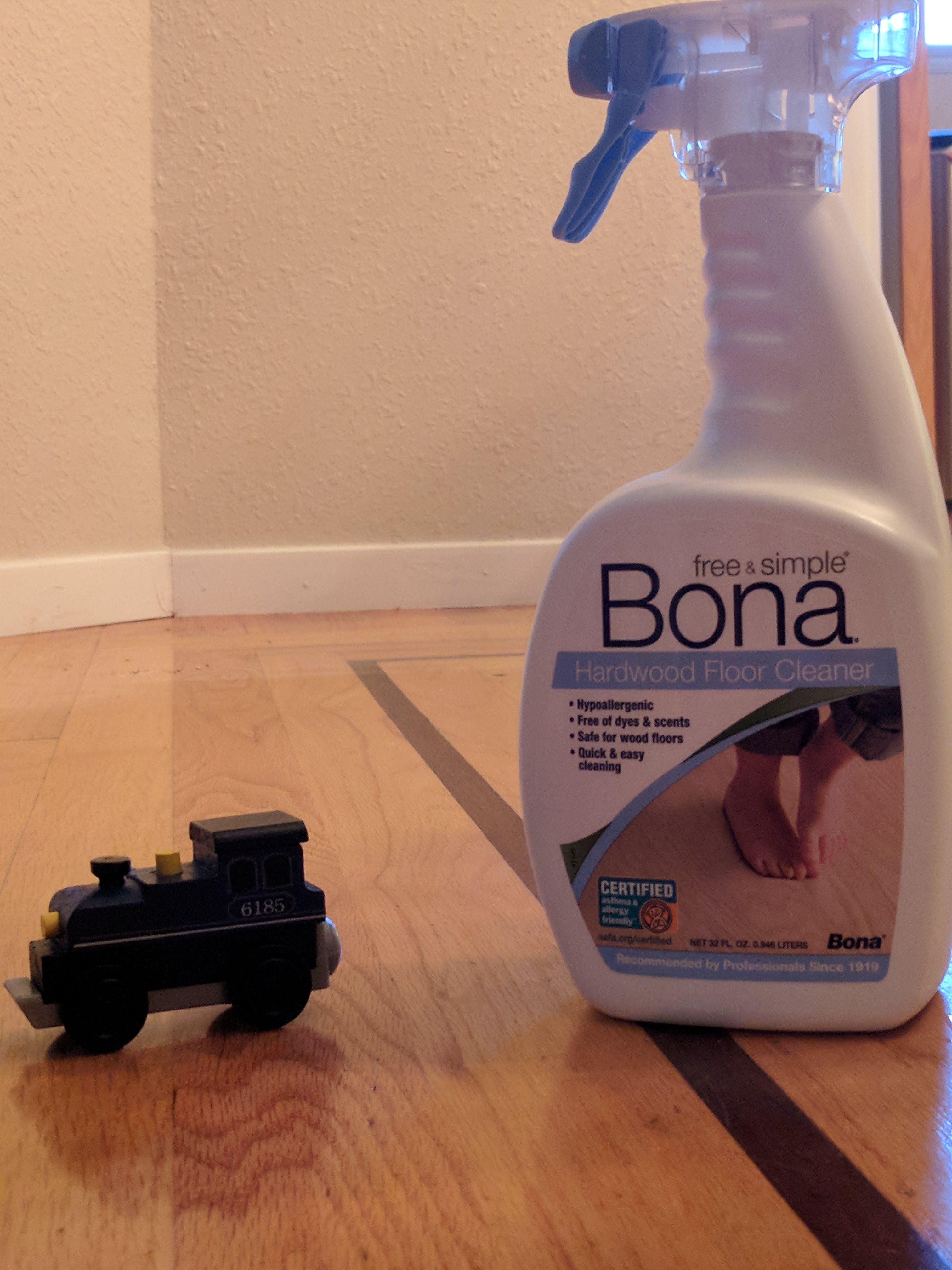With Bona Keep My Hardwood Floors Freshly Polished And Shiny For A Perfect Bare Feet Party Bona Is Certified Asthma Bona Floor Cleaner Allergies Easy Cleaning