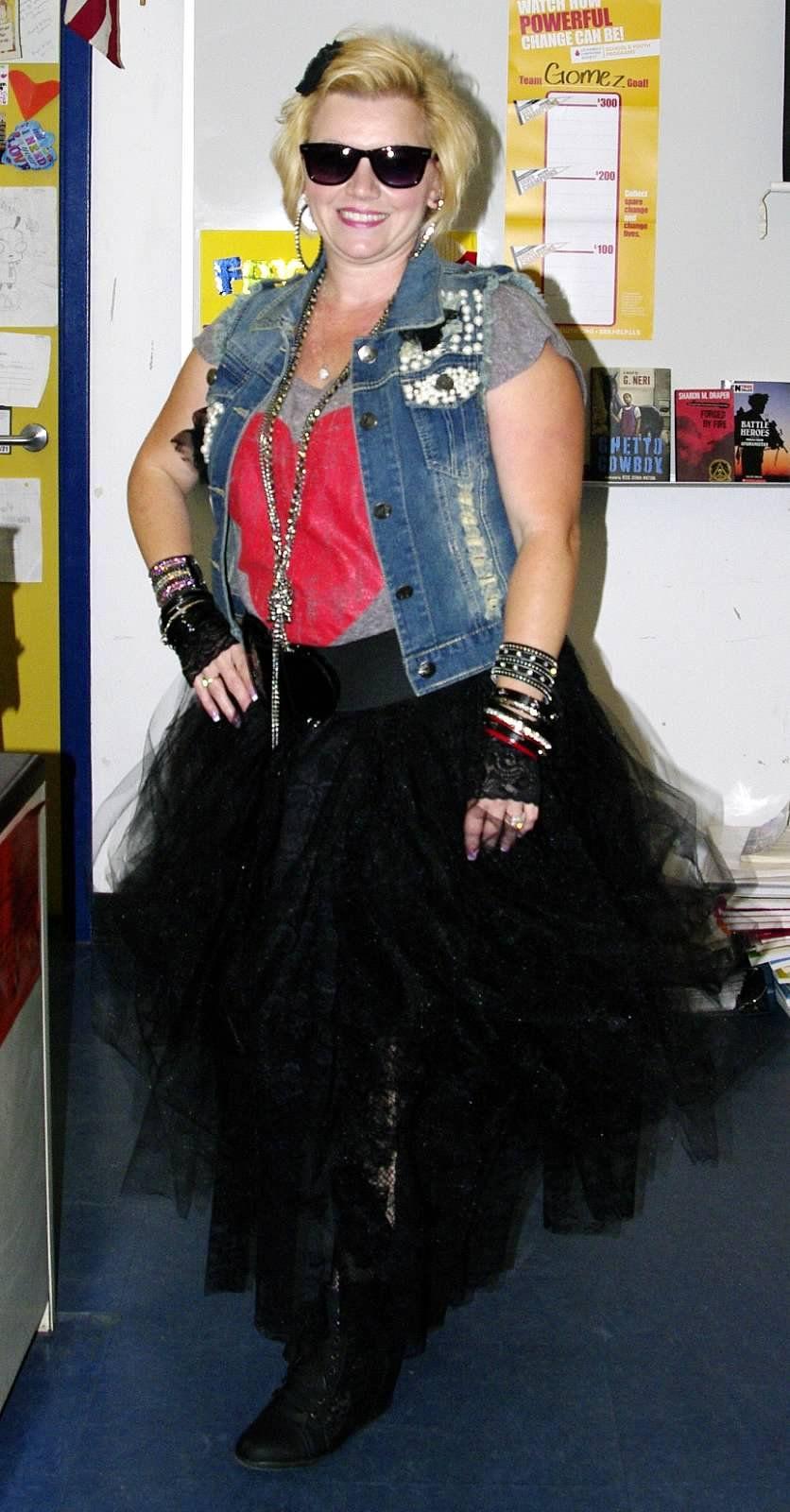 80 39 s madonna costume for spirit week costume diy. Black Bedroom Furniture Sets. Home Design Ideas