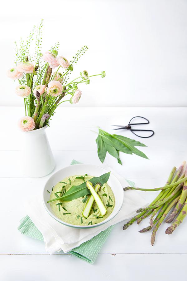 100 % Végétal: Houmous aux asperges rôties et à l'ail des ours