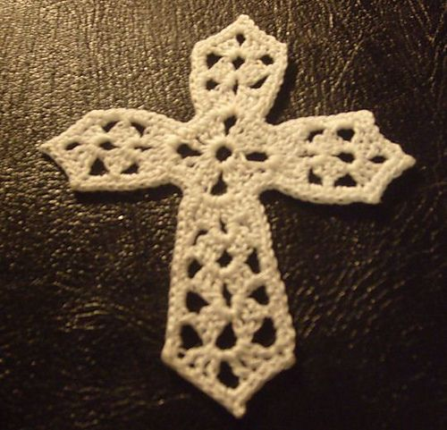 Crocheted Cross - very easy pattern, and very pretty when it\'s done ...