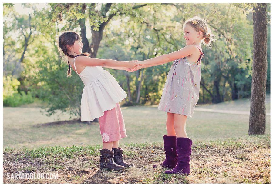 Inspiratie en ideëen voor kinderfotografie op lokatie  | Inspiration and ideas for child photography outdoor  Like this pose for friends