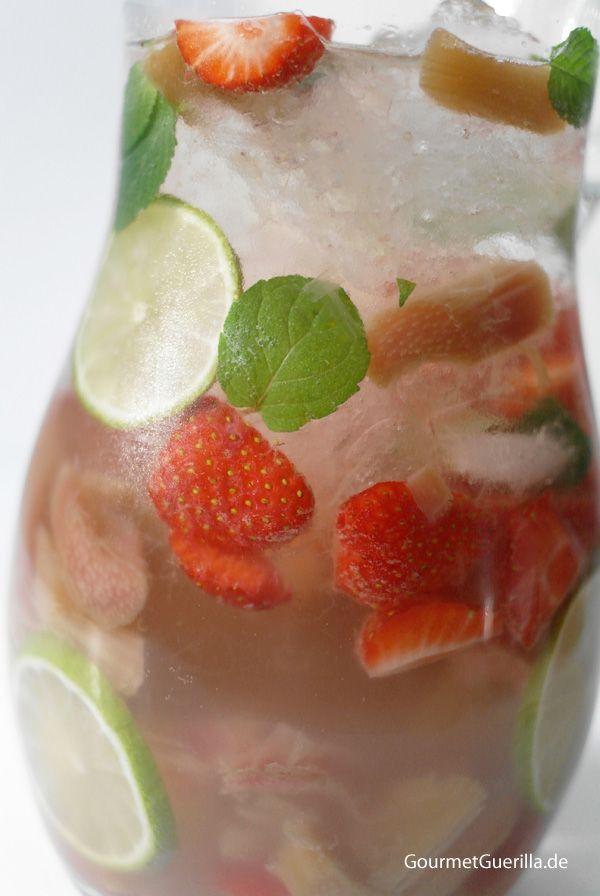 Weiße Erdbeer-Rhabarber-Sangria | Sweet | Smoothie drinks ...