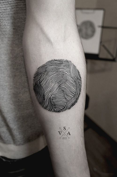 c6913e456 30 Gorgeous Negative Space Tattoo Designs | Tattoos | Tattoos ...